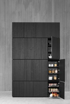 JJ: I really like the idea of stained black wood with something bright/colourful. Design Room, Home Design, Solid Wood Kitchens, Black Kitchens, Luxury Kitchens, Hidden Kitchen, Kitchen And Bath, Kitchen Box, Cabinet Furniture