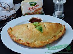 Pizza Calzone cu Sunca si Mozzarella - Bucataresele Vesele Pepperoni, Mozzarella, Pizza, Cooking, Desserts, Food, Instagram, Kitchen, Tailgate Desserts