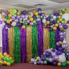 Add a festive touch to your celebration with a Mardi Gras Madness Balloon Garland. This colorful garland features shades of purple, green, gold and white balloons that you will string from a clear monofilloment line. Mardi Gras Party Theme, Mardi Gras Food, Mardi Gras Decorations, Madi Gras Party, Table Decorations, Casino Theme Parties, Party Themes, Birthday Parties, Party Ideas