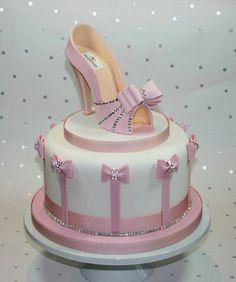 Heel Ice Cream Cake