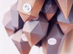 Tutoriel DIY: Faire un calendrier de l'Avent en diamants de papier via DaWanda.com