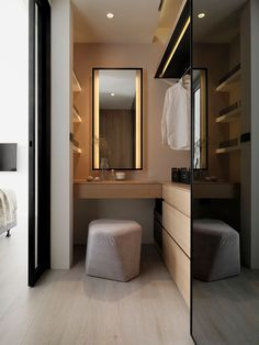 I've been spotting some fantastic DIY vanity mirror recently. Here are 17 ideas of DIY vanity mirror to beautify your room Diy Vanity Mirror, Diy Bathroom Vanity, White Bathroom, Bathroom Lighting, Bathroom Storage, Bathroom Mirrors, Mirror Makeover, Bathroom Ideas, Vanity Lighting