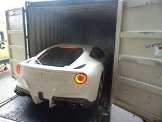 Ferrari California - embarcando no container para exportação #carrosimportados #importacaodecarros #importacaodireta #importacaomotos…