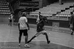 Driblar con amago, evitar a toda costa los pasos. Andrés Ortín. 29 de agosto #UA #UniversidadAlicante #Lucentum #UALucentum #LigaEBA #GrupoEA #baloncesto #basket