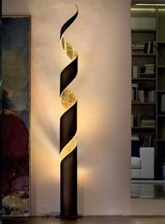This is a floor lamp and is black and gold. It is a modern lamp . - This is a floor lamp and is black and gold. It is a modern lamp and its light is very delicate. Light Art, Lamp Light, Light Bulb, Bamboo Lamp, Creation Deco, Luminaire Design, Pipe Lamp, Lampshades, Lighting Design