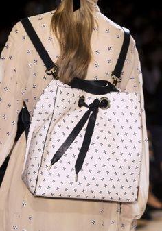 4b4185a61a2c98 431 meilleures images du tableau Sac en 2019   Leather purses, Beige ...