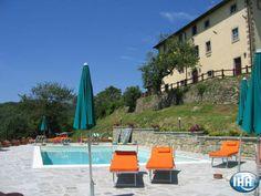 Eighteenth-century front of Borgo Tramonte. Facciata settecentesca del Borgo www.it Outdoor Furniture, Outdoor Decor, Tuscany, Sun Lounger, Farmhouse, Toscana Italia, Home Decor, Tuscan House, Swiming Pool
