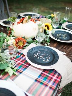 DIY fall wedding tablescape Backyard Fall Campfire Party via pics by Aubree Edwards Photography Outdoor Fall Parties, Fall Dinner Parties, Dinner Party Decorations, Backyard Parties, Table Decorations, Halloween Chic, Don Perignon, A Todo Confetti, Outdoor Bridal Showers
