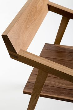 by Joe Walters detail photo Richard Ivey ➕ Wooden Furniture, Home Furniture, Furniture Design, Furniture Market, Chair Design Wooden, Wood Design, Wood Joints, Classic Furniture, Furniture Inspiration