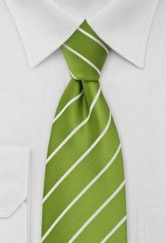 Degelijke stropdas gemaakt van de fijnste, onderhoudsvriendelijke microfiber. Fijn gestreept in zuiver wit, gecombineerd met een ondergrond in de kleur appelgroen. http://www.strop-dassen.nl/gestreepte-stropdas-groen-p-12963.html