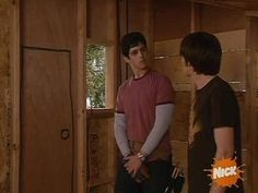 Drake and Josh treehouse scene but they don't say anything until the end Drake And Josh Megan, Meme Drake, Drake Bell, You Had One Job, Nickelodeon, Cinema, Old Disney, Lil Pump, Wholesome Memes
