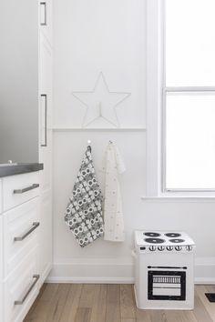 Scandinavian kitchen with play stove + Christmas star Christmas Star, Christmas Holidays, Kids Bedroom Designs, Scandinavian Kitchen, Play Spaces, Stove, Playroom, Kids Room, Bedroom Decor