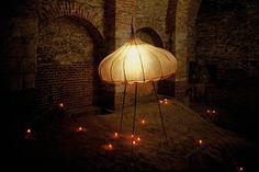 Vyslanec | kůže, plexi, kov, světlo | 260 x 150 x 150 cm | 1996