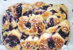 Hämmentäjä: Hekumalliset mustikkapullat appelsiinin vivahduksella. Juicy blueberry buns with a hint of orange.