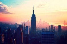 New York ist deine wahre große Liebe. Keine andere City der Welt passt so gut zu dir, wie die Stadt, die niemals schläft. In New York erlebst du jeden Tag etwas Neues und an jeder Straßenecke wartet ein Abenteuer auf dich. Auf nach NYC!