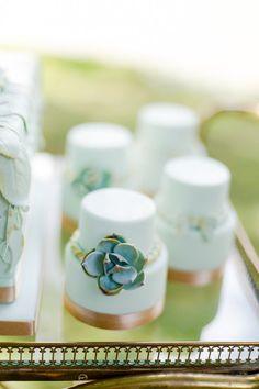 21 Cutest Mini Wedding Cakes Ever - MODwedding