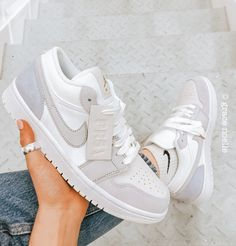 Dr Shoes, Swag Shoes, Cute Nike Shoes, Cute Nikes, Cute Sneakers, Hype Shoes, Shoes Sneakers, Retro Nike Shoes, Nike Shoes Outfits