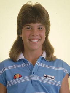 Doesn't this photo of a young Jennifer Capriati (and her mullet) look exactly like Justin Bieber would sporting the Mississippi Mud Flap? 80s Mullet, Tapas, 1980s Hair, Mullet Hairstyle, Cecile, Wild Hair, Funky Hairstyles, Mullets, Girl Short Hair