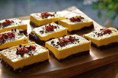 "Vegan Mango ""Cheesecake"" bars: The dates in this dessert add natural sweetness minus refined sugar. Mango Desserts, Raw Vegan Desserts, Vegan Sweets, Healthy Desserts, Raw Food Recipes, Sweet Recipes, Vegan Food, Healthy Food, Healthy Recipes"