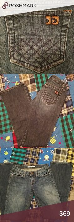 "Joe's Jeans ""Socialite "" Great fitting Jeans with cross hatch stitching on the pockets.   EUC.  28"" waist.  33.5"" inseam.  7"" front rise.  17.5"" leg opening.  All measurements are approximate.  98% Cotton.  2% Spandex.  Made in Mexico. Joe's Jeans Jeans Boot Cut"