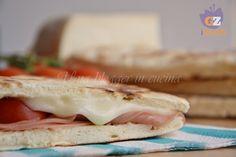 Torta al testo, una preparazione semplice in sostituzione del pane, Tipica umbra, si prepara in 30 minuti.