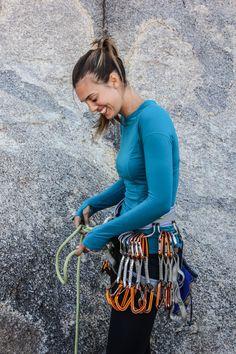 #ROXYOutdoorFitness Ambassador Rachel Moore wearing the Enhance Capri Pants &  Dawn Run Tee