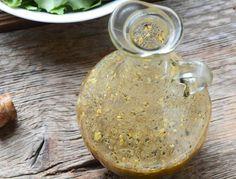 La meilleure recette de vinaigrette maison! Vinaigrette Dressing, Salad Dressing, Vegetable Salad, Vegetable Recipes, Marinade Sauce, Ideal Protein, Food To Go, New Flavour, Mayonnaise