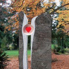 Zweiteiliges Grabmal »Lubliana« mit Glas Herz • Qualität & Service direkt vom Bildhauer • Jetzt Grabstein online kaufen bei ▷ Serafinum.de