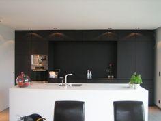 Afbeeldingsresultaat voor keuken zwart wit hout
