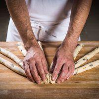 Pletení vánočky z 9 pramenů - fotopostup krok za krokem | ReceptyOnLine.cz - kuchařka, recepty a inspirace Wood, Woodwind Instrument, Timber Wood, Trees