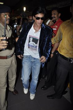 SRK Airport Spotting Check In Check Him Out !
