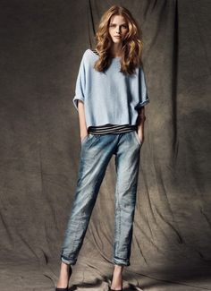 Blue monday: boyfriend jeans, striped top and blue knit sweater. Blanco Spanish Fall Fashion. Via stylisheve