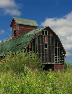 Country Living ~ old barn Country Barns, Country Life, Country Living, Country Roads, Country Charm, Wooden Barn, Rustic Barn, Farm Barn, Old Farm