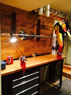 Ski tuning bench for the garage Cool Sheds, Ski Rack, Chalet Interior, Bluebird House, Bike Shed, Custom Cabinetry, Architecture, Skiing, Decoration