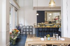 The London Plane in Seattle...I want my house to look like this.  WHAT is this dark navy/charcoal/gray paint color???