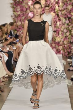 Oscar de la Renta spring 2015 collection - Beautiful detail on the skirt!