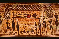 Dipylon Vase (Detail of Burial Scene)Krater från Dipylon 750-700 f.v.t.. Geometrisk stil (900-700f.v.t.), denna typ av keramikvaser med geometriska, lite abstrakta motiv. Skiljer sig från de som ofta ses som klassiska motiven inom grekiska vasmålning. Denna användes ursprungligen som gravmarkör, motivet visar en begravningsritual. Geometriska mönster används för att illustrera: trianglar för ett huvud i profil, cirkel för ögon, långa smala rektanglar för armar osv.