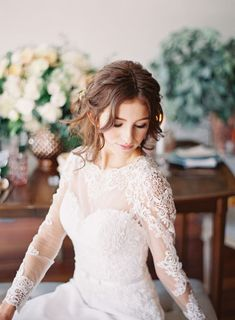 Tendance Robe du mariage 2017/2018  Sheer embroidered lace: www.stylemepretty | Photography: Sposto Photography: