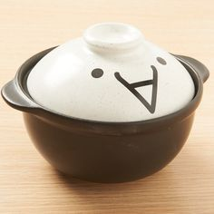 Donabe are pots made out of special clay in Japan that are used for cooking nabemono using a gas burner. This black and white donabe features the kaomoji kitaaa which is used in email and text messages when someone arrives or something comes to happen and expresses excitement or happiness. Therefore, this is the perfect donabe to use when your otaku friends come over for an evening of games and an...