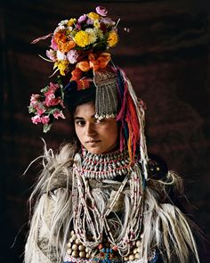 The Drokpas are completely different– physically, culturally, linguistically and socially – from the Tibeto-Burmaninhabitants of most of Ladakh. Drokpa menand women are tall and fair, with big, lightlycoloured eyes, full lips and distinctive nosesand eyebrows. As a result, they consider themselves superior and do not marry intoother communities. This insularity is howthe tribe preserves its ethnicity.