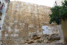 #Cerca Moura, vestígios de uma antiga casa que encostava no pano da muralha#