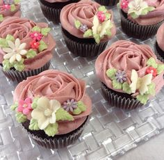Rose cupcake pretty style again! #cupcakeandstyle #cupcakes #cupcake #カップケーキ #pretty #spring #rose #flower #butterfly