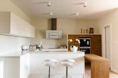 Modern white and wooden kitchen Wooden Kitchen, Modern, Furniture, Home Decor, Beautiful, Timber Kitchen, Trendy Tree, Decoration Home, Room Decor