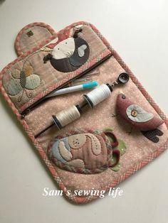 INSPIRACE aneb BABSKÝ LETNÍ VEČER | SAMPLER QUILT | Strana 5 | Pepittaklub Japanese Patchwork, Japanese Sewing, Patchwork Bags, Quilted Bag, Patchwork Quilting, Sewing Case, Sewing Box, Sewing Notions, Sewing Kits