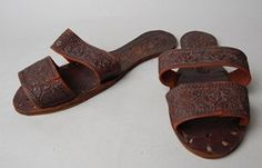 Sandal (one of a pair) made of leather.