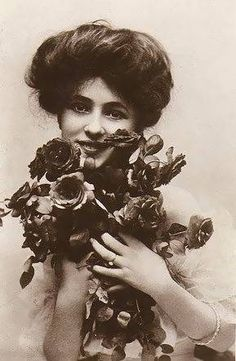 "If you've read ""Ragtime"", well, then you know why she's next to the book here : Evelyn Nesbit♥"
