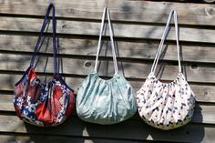 Beach bag tutorial - Pop Couture - Lilly is Love Beach Bag Tutorials, Hobo Bag Tutorials, Pop Couture, Couture Sewing, Diy Bags Purses, Diy Purse, Sewing Online, Coaching, Diy Backpack