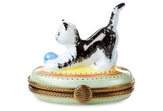 Oval Cat with Ball Box 115
