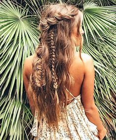 Gorgeous half up half down hairstyle