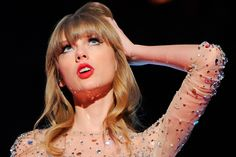 Omg Taylor looks so sassy in this picture.... I love it!!